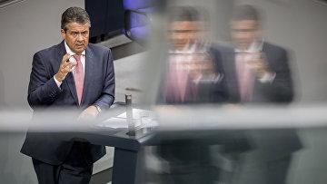 5 сентября 2017. Министр иностранных дел Германии Зигмар Габриэль во время заседания в немецком бундестаге