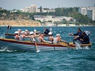 Военнослужащие Черноморского флота во время гонки на шлюпке Ял-6 в ходе подготовки ко Дню Военно-морского флота Российской Федерации в Севастополе