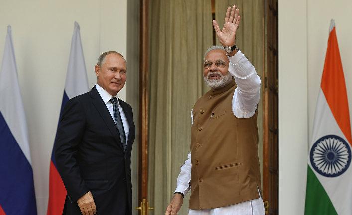 Президент РФ Владимир Путин и премьер-министр Республики Индии Нарендра Моди во время встречи в Хайдарабадском дворце в Нью-Дели. 5 октября 2018