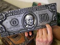 Имитация печатной пластины стодолларовой купюры с изображением Владимира Путина
