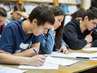 Студенты на олимпиаде. Архивное фото