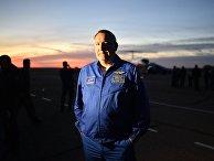 """Генеральный директор ГК """"Роскосмос"""" Дмитрий Рогозин отвечает на вопросы журналистов в аэропорту Байконура"""