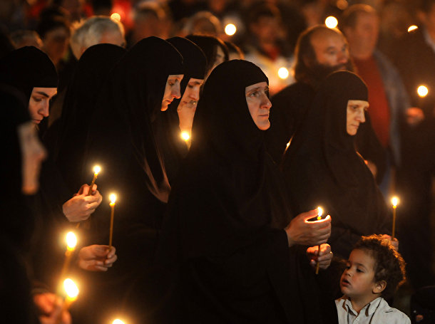 Верующие во время молитвы в центре Подгорицы, Черногория