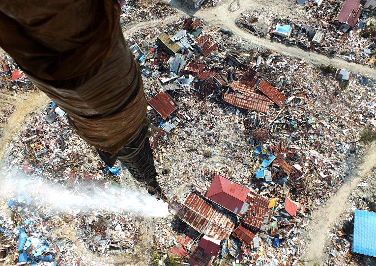 Последствия землетрясения в Палу с борта вертолета, Индонезия