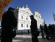 Сотрудники правоохранительных органов Украины у Киево-Печерской Лавры. 14 октября 2018