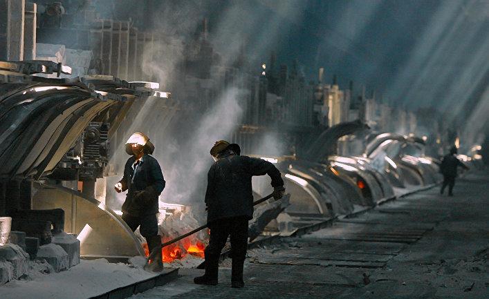 Электролизный цех алюминиевого завода