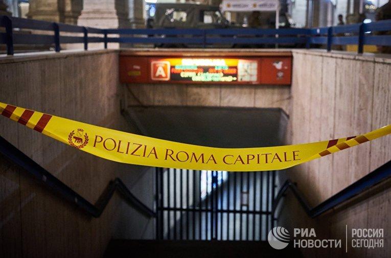 Вход на станцию метро Repubblica в Риме, на которой произошло обрушение эскалатора