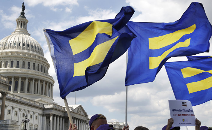 Акция в поддержку американских трансгендеров, находящихся на военной службе. 26 июля 2017