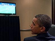 Барак обама смотрит футбол