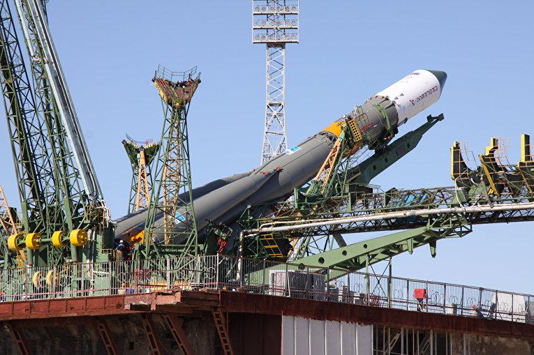 """Вывоз ракеты """"Союз-У"""" на стартовый комплекс"""