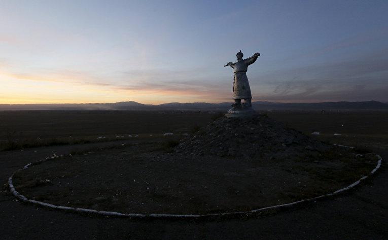 Скульптура Арата в Кызыле