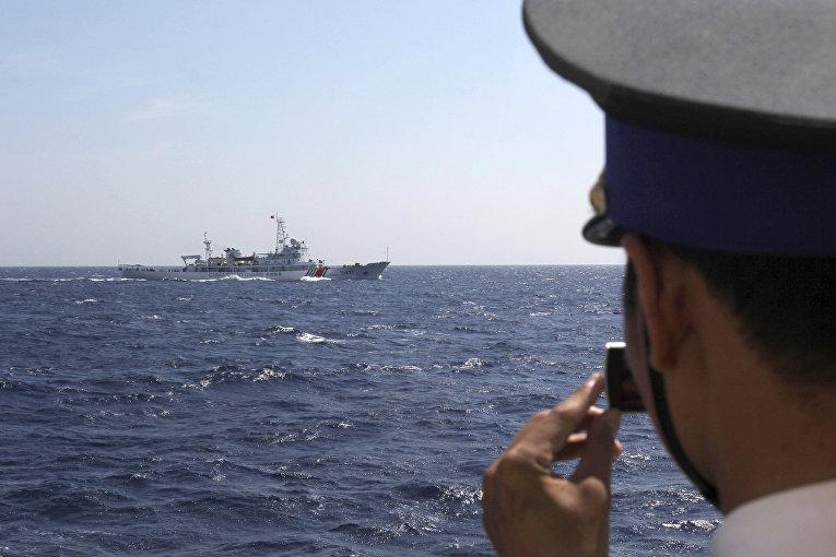 Китайский корабль береговой охраны в водах Южно-Китайского моря, на которые претендуют Китай и Вьетнам