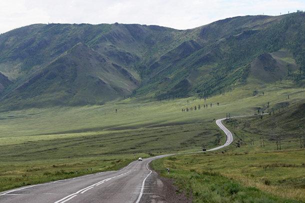 Вид на федеральную автомобильную дорогу М-54 в Пий-Хемского кожууне (районе) республики Тыва