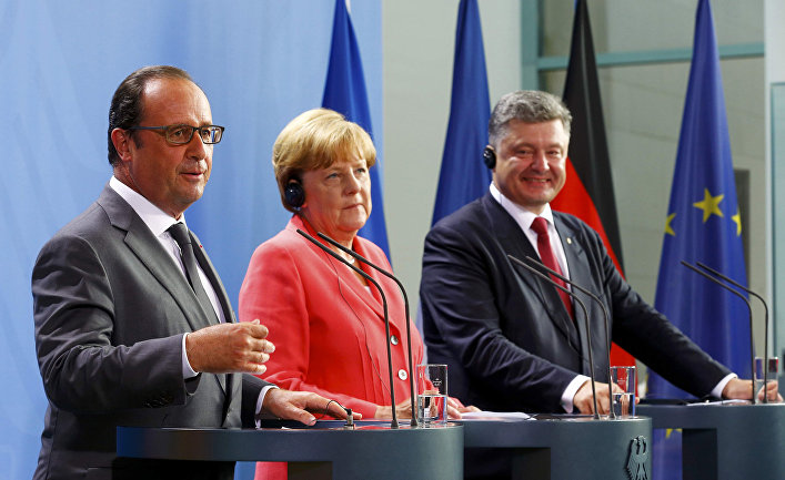 Франсуа Олланд, Ангела Меркель и Петр Порошенко во время встречи в Берлине