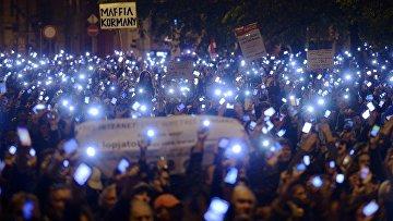 Акция протеста против налога на интернет в Будапеште