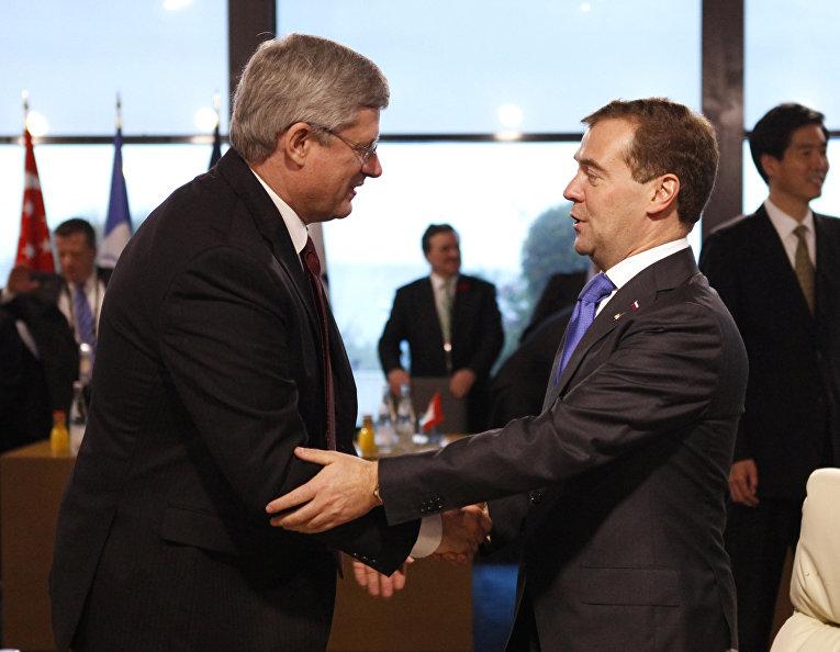Премьер-министр России Дмитрий Медведев и премьер-министр Канады Стивен Харпер