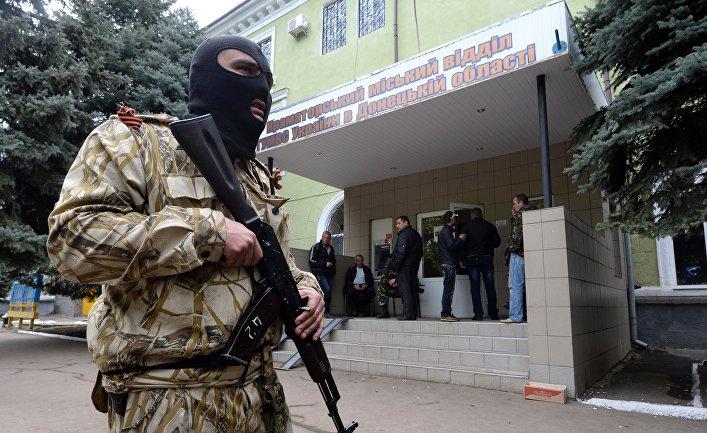Здание милиции в Краматорске, находящееся под контролем сторонников федерализации