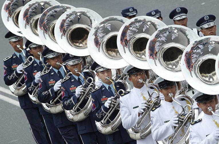 Военный оркестр во время празднования Дня нации в Тайбэе