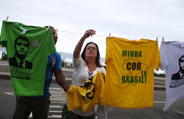 Футболки с изображением нового президента Бразилии в Рио-де-Жанейро