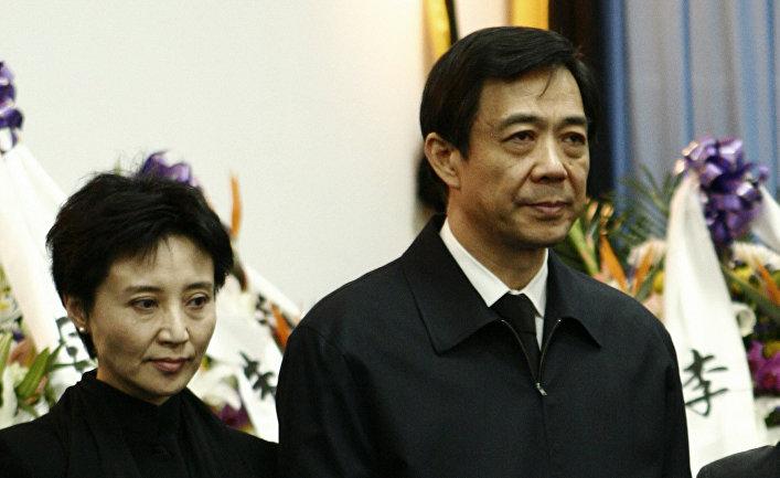 Бо Силай с женой Гу Кайлай