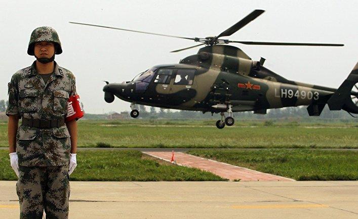 Солдат народно-освободительной армии Китая на военной базе в Пекине