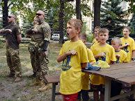 Дети проходят военную подготовку в украинском добровольческом батальоне «Азовец»