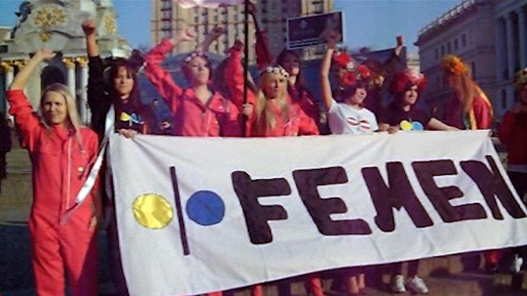 Активистки FEMEN обманули ожидания зевак во время акции на Майдане