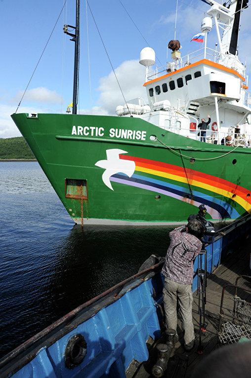 """Судно Greenpeace """"Арктик Санрайз"""" задержано пограничниками РФ"""