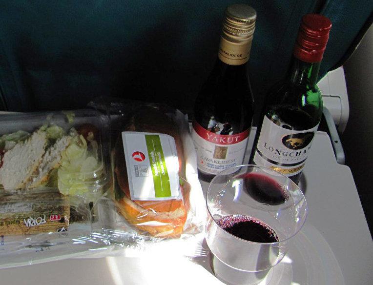 Алкогольные напитки на борту самолета