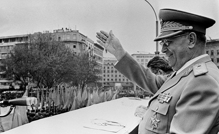 Иосип Броз Тито на первомайской демонстрации