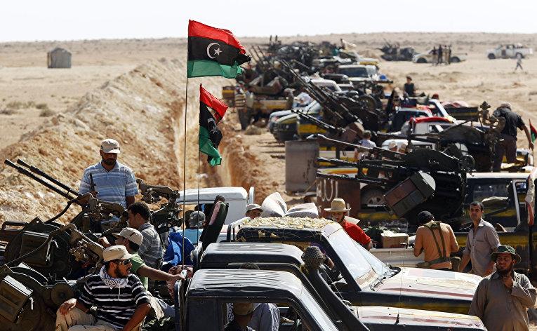 Ливийские повстанцы в 35км от города Сирт