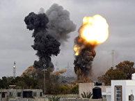 Очередные два взрыва прогремели в ночь на среду в непосредственной близости от резиденции ливийского лидера Маумара Каддафи в Триполи
