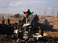 окраина Бенгази после авиаудара по силам Каддафи