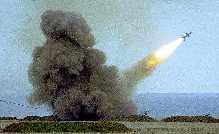 Пуск ракеты С-200 во время учений армии Украины