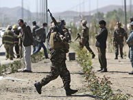 Афганские военные на месте взрыва в Кабуле