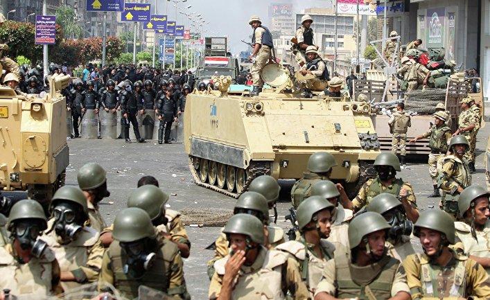 Полиция во время протестов в Каире