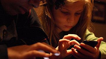 Подростки с iPhone