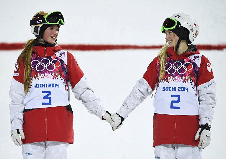 Сестры Жюстин и Клоэ Дюфур-Лапуант из Канады, занявшие первое и второе место в дисциплине могул
