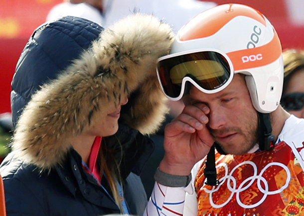 Боде Миллер (США) плачет после соревнований по скоростному спуску на Олимпиаде в Сочи