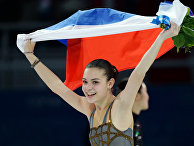 Аделина Сотникова (Россия), завоевавшая золотую медаль на соревнованиях по фигурному катанию в женском одиночном катании