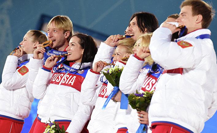 Сборная команда России, завоевавшая золотые медали в командных соревнованиях по фигурному катанию