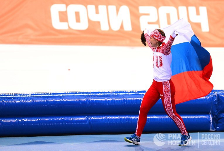 Ольга Граф (Россия), занявшая третье место на дистанции в забеге на 3000 метров в соревнованиях по конькобежному спорту