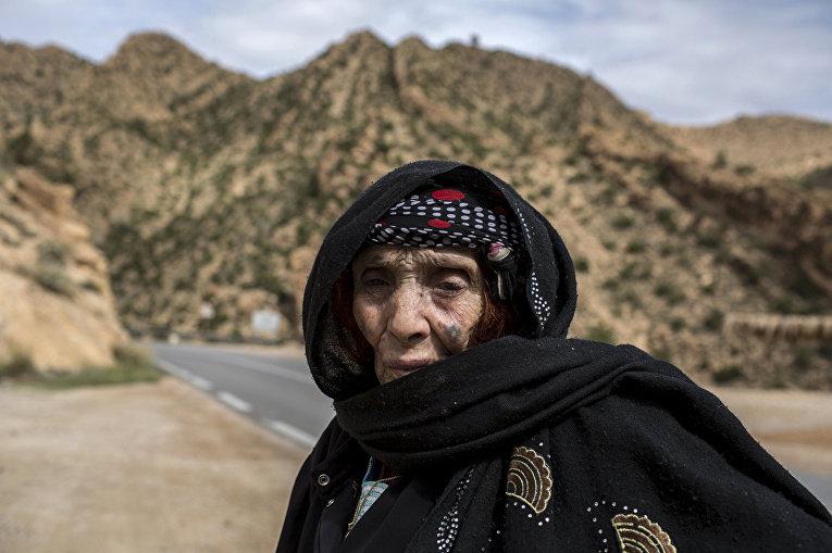 Мазуза Буглада, берберка из Алжира с татуировкой на лице