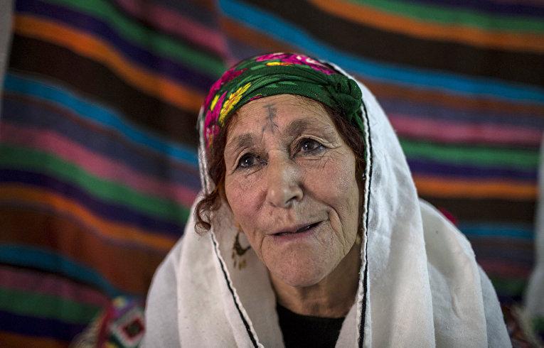 Фатма Беньядир, берберка из Алжира с татуировкой на лице
