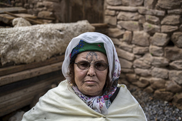 Хадра Кабси, берберка из Алжира с татуировкой на лице