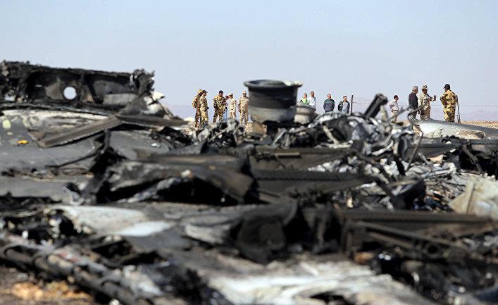 Египетские военные на месте крушения самолета А321 авиакомпании «Когалымавиа»