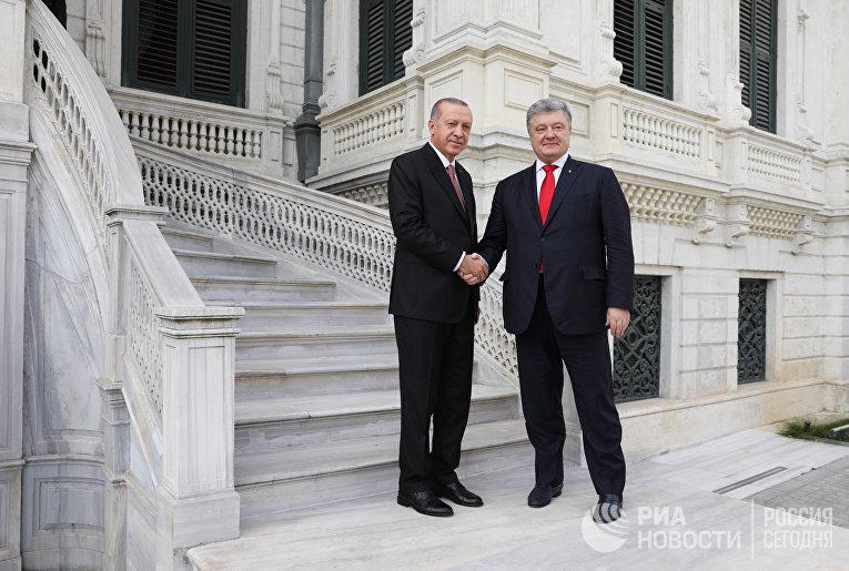 П. Порошенко и патриарх Варфоломей подписали договор о сотрудничестве между Украиной и Константинопольским патриархатом