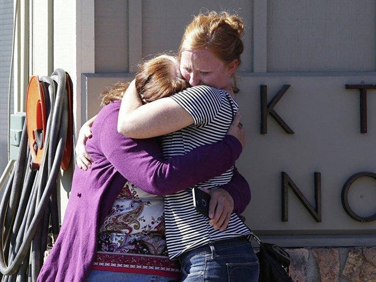 На месте стрельбы в колледже в Орегоне