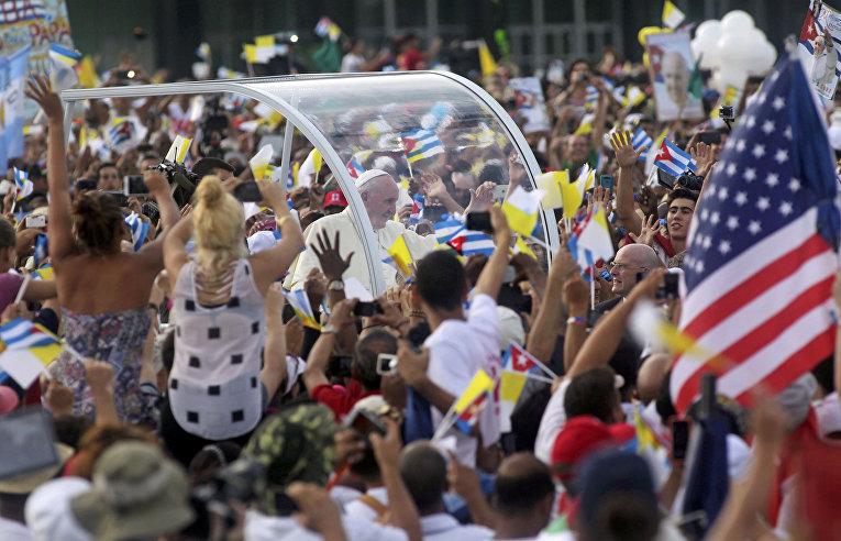 Папа Франциск на площади Революции в Гаване