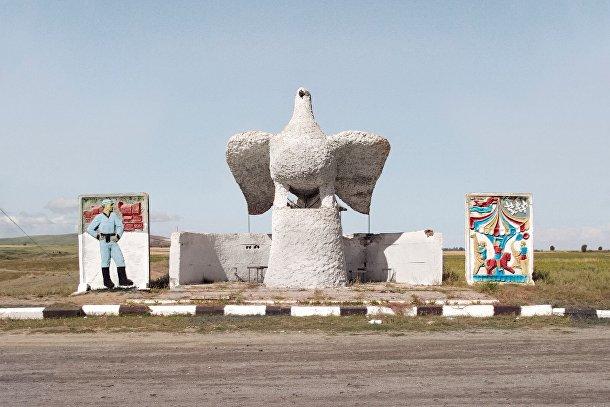Автобусная остановка в городе Караколь, Киргизия